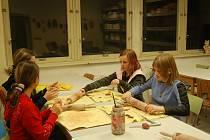 RATOLESTI SE NUDIT NEBUDOU! Jarní prázdniny nemusejí rodičům přidělávat vrásky na čele. Pracovníci domů dětí a mládeže mají zpravidla pro školáky připravený pestrý program.