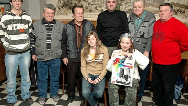 Účastníci slavnostního vyhodnocení Tip ligy – podzim 2007, které se konalo v chebské restauraci Walza: