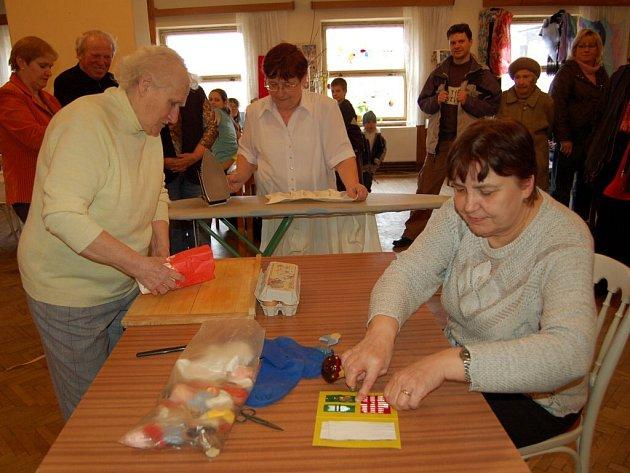 Výstava a ukázky ručních prací Symfonie pro šikovné ruce v  Dolním Žandově