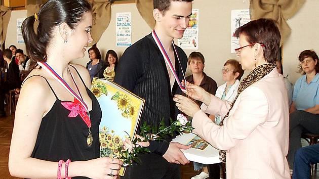 Tanečníci z ATK Standard Cheb bodovali na postupové soutěži ve Stodu. V hlavní kategorii třídy ´D´ si jasné prvenství ve standardu vytančili Jan Tiekala a Tereza Čadková.