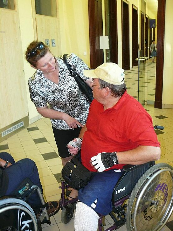 EUROKLÍČEM SI nově handicapovaní či matky s dětmi odemknou toalety například na zrekonstruovaném nádraží v Mariánských Lázních.