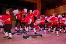 """PŘI SOUTĚŽI """"DĚTI FITNESS"""" předvedvedli mladí mnoho zajímavých choreografií."""