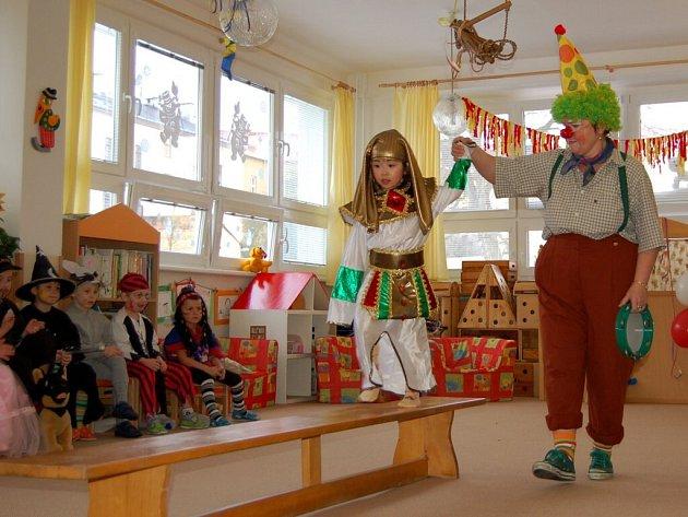 Maškarní ples v chebské školce v ulici 26. dubna, kerý se konal ve čtvrtek 26. února
