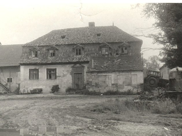Bývalý zámeček v nebanicích na Chebsku