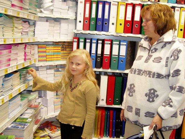 Blíží se září, a s ním i spojený nákup školních potřeb