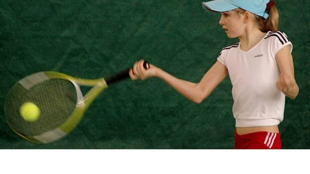 PRVNÍ nasazenou hráčkou  celostátního turnaje mladších žákyní  v Chebu je Aneta Strýčková z domácího klubu TK Cheb.