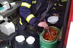 Hasiči Velká Hleďsebe vozí policistům i polévku.