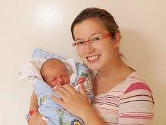 VÍT TLUČHOŘ se narodil ve čtvrtek 19. září v 10.24 hodin. Při narození vážil 3 000 gramů a měřil 51 centimetrů. Maminka Mirka a tatínek Honza se radují z malého Vítka doma v Mariánských Lázních.