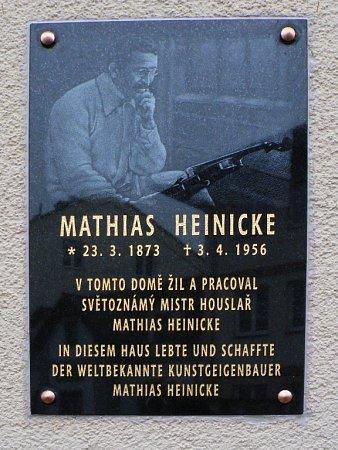 DESKU ODHALILI potomci mistra Heinickeho rodina Plchova.