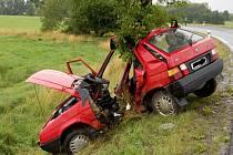 Tragická dopravní nehoda se stala v úterý 22. července u Skalné na Chebsku. Řidička nepřežila náraz do stromu