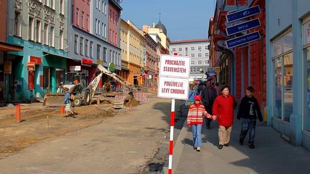 Práce na chebské pěší zóně v pátek 10. dubna