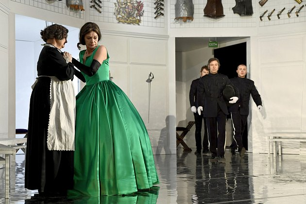 Marie Stuartovna aneb napínavý souboj otrůny vklasickém romantickém dramatu.