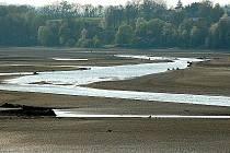 VODNÍ DÍLO Skalka u Chebu je v současné době téměř bez vody.