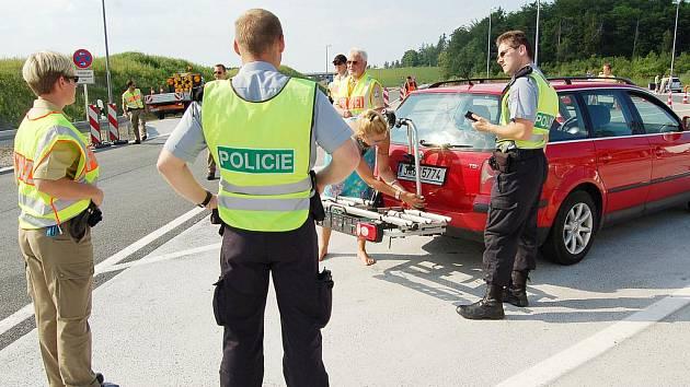 Zvládnout kontrolu v Německu pomohli české řidičce právě policisté z České republiky.