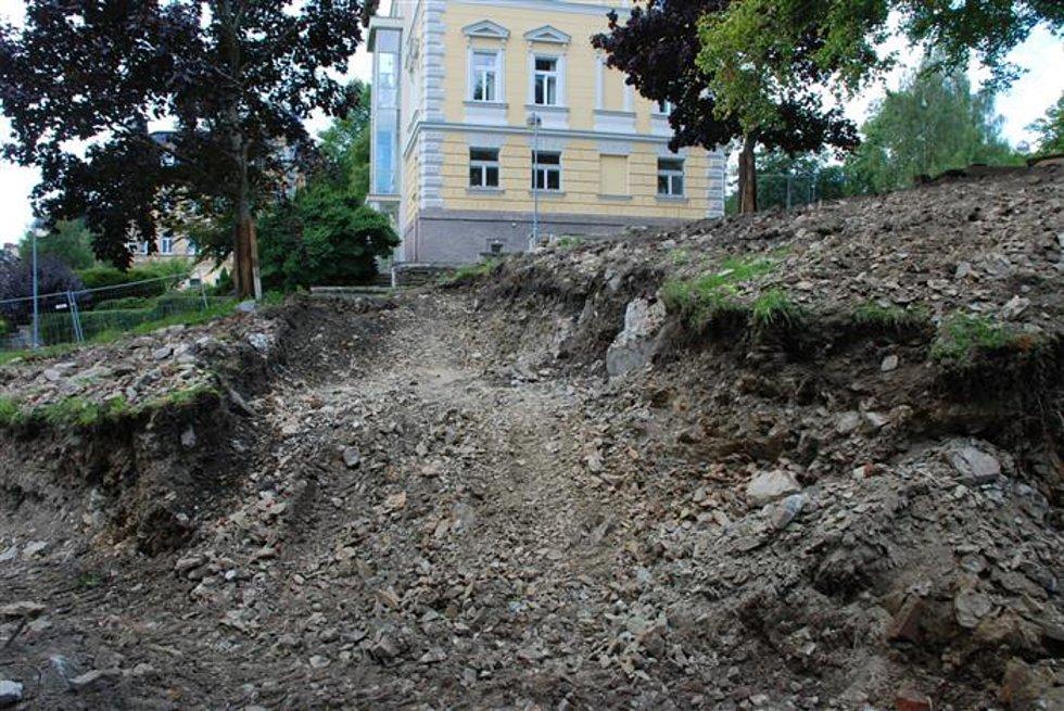 Stavba ZUŠky v Aši pokračuje.