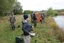 Rybářské závody na rybníku Krach.