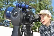 EXPEDIČNÍ tábor na karlovarské hvězdárně učí děti od deseti let pozorovat oblohu. I padání Perseid si malí hvězdáři užijí.