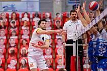 Volejbalisté Karlovarska mají úspěšně za sebou první překážku, když ve čtvrtfinále extraligy vyřadili po výsledku 3:0 na zápasy kladenské Orly, a postoupili tak zaslouženě do semifinále.