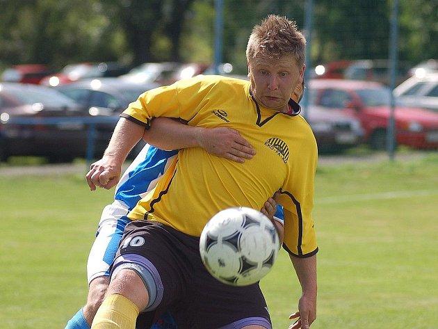 Bochovský hráč Radek Záluský (ve žlutém).