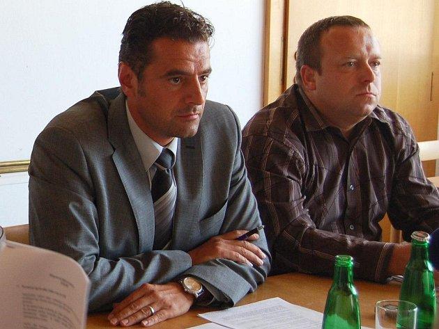 Primátor Werner Hauptmann a náměstek Petr Keřka (oba ODS).