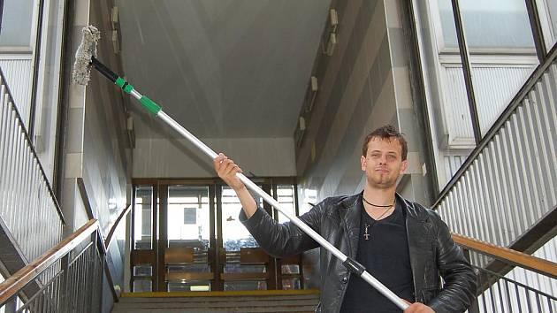 V kůži umývače oken – redaktor Jan Havelka.