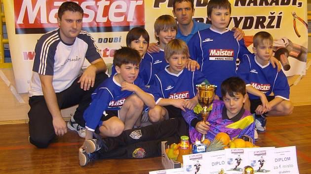 Povinné focení vítězů absolvovali žáčci Spartaku Horní Slavkov na Maister Cupu 2009 již podruhé v řadě, když první triumf na tomto turnaji si připsali v roce 2008.