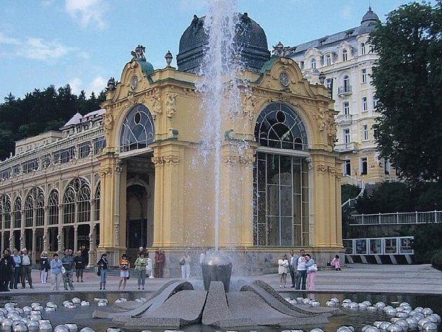 Karlovarský kraj mohl o podobné krásy přijít. Zpívající fontána v Mariánských Lázních.