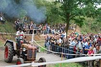 Závody do vrchu v Žebnici se staly populární prázdninovou akcí na severním Plzeňsku. Letos je navštívilo přes pět tisíc diváků a téměř stovka závodníků.