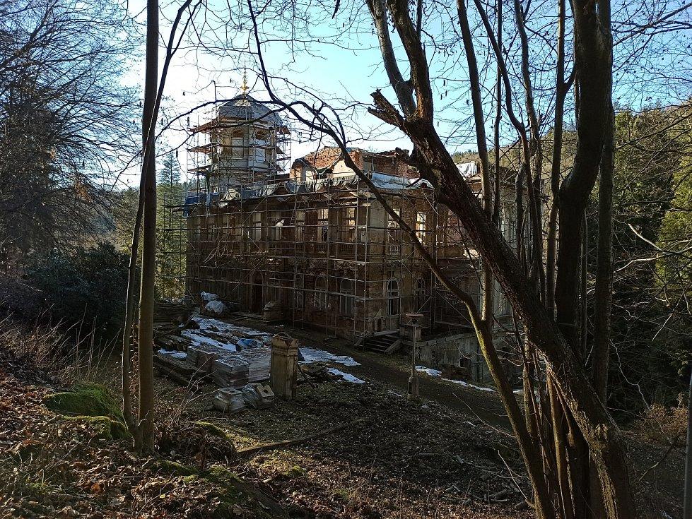 Pohled zezadu na Mattoniho vilu.