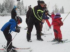 Prvním skiareálem, kde spustili vlek, bylo božídarské Novako