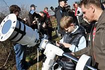 Astronomické dny nejsou v republice výjimkou. Vhodných míst pro pozorování ale není mnoho. Štědrá má štěstí.