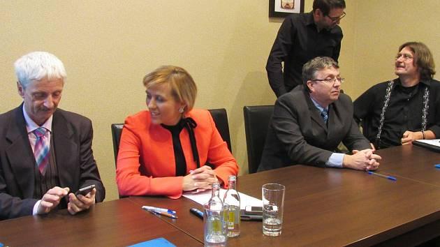 Koaliční smlouva je konečně na světě, Karlovarský kraj má nové vedení.