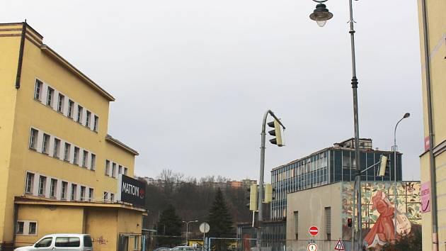 MĚSTO má v plánu sjednotit veřejné osvětlení. Během příštího roku by mohly na Karlovaráky svítit nové lampy.