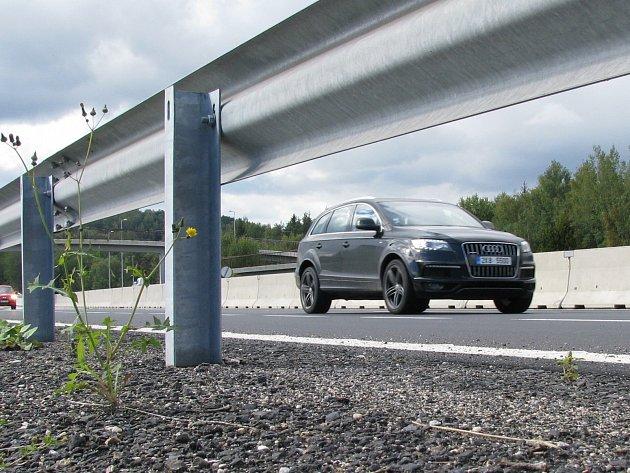 R6 (na snímku) je jediná silnice v Karlovarském kraji, kde je nutné mít dálniční známku.