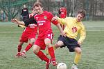 Souboj nováčků divize skupiny B vyhrál na umělce v Sokolově Spartak Chodov, který porazil SK Toužim 2:1.