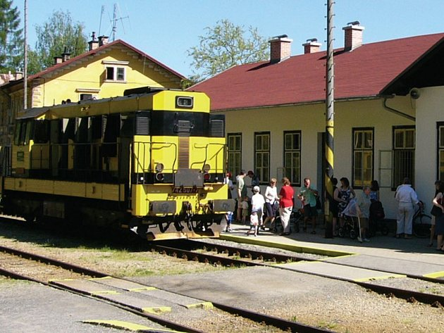 Místo vlaků pojedou v neděli autobusy. To kvůli opravám v úseku mezi Kraslicemi a Olovím.