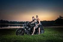 Když svatba, tak pořádná a rovnou s vůní benzinu!