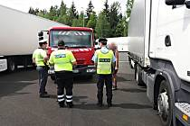 Mimořádná kontrolní akce zaměřená na přepravu nebezpečného nákladu zjistila řadu nedostatků. Proto se má opakovat.