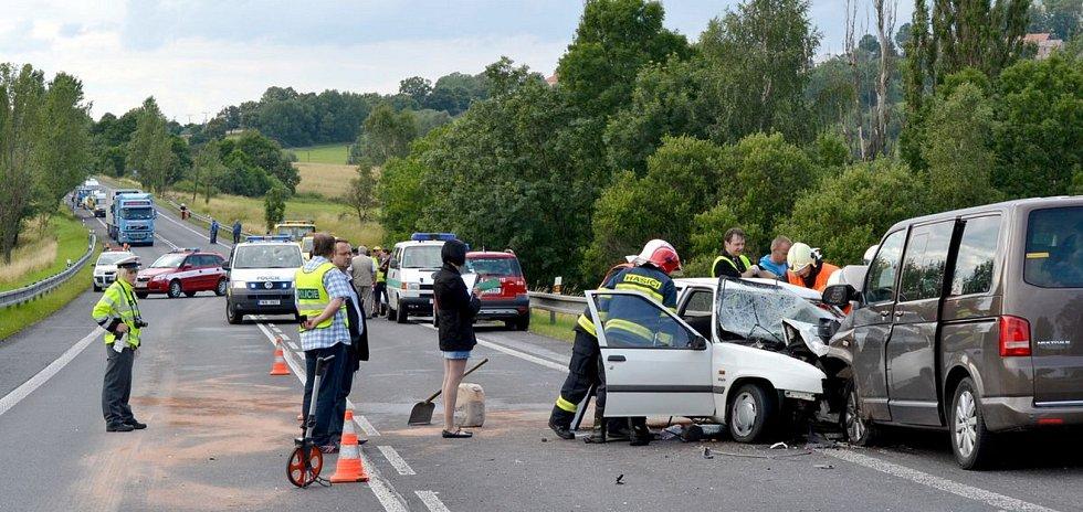 Nehoda na silnici I/6 u Andělské Hory.
