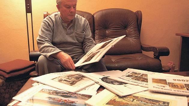 """Osmnáct kalendářů už vzniklo pod rukama karlovarského tvůrce Jiřího Böhma. Devatenáctý už je """"na cestě""""."""