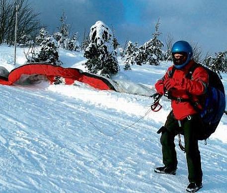 Zimní paragliding