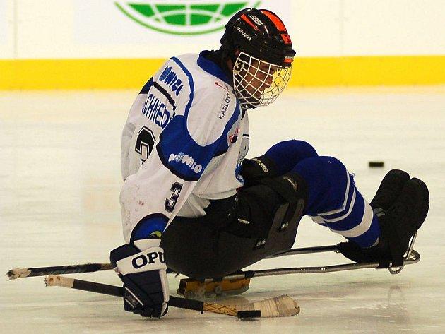 PREMIÉROVÝ KANADSKÝ BOD si připsal na své konto v duelu s Budějovicemi karlovarský hráč SKV Nowaco Sharks Marek Schneider (na snímku).