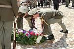 Na Jáchymovské peklo a jeho oběti přišly vzpomínat desítky lidí, jejich památku uctili u Brány ke Svobodě