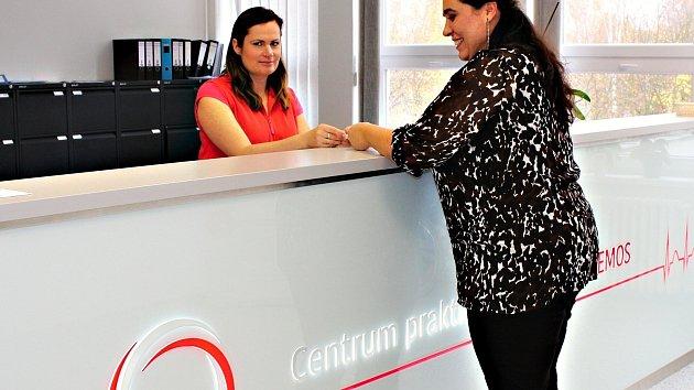 O pacienty POLIKLINIKY Nemos v Karlových Varech se starají recepční, které poradí i pomohou s registrací.