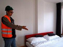 Karlovaráci si mohli v sobotu prohlédnout byty a celé zázemí včetně podzemních garáží v bytovém domě Královská vyhlídka, který bude dokončen v letošním roce.