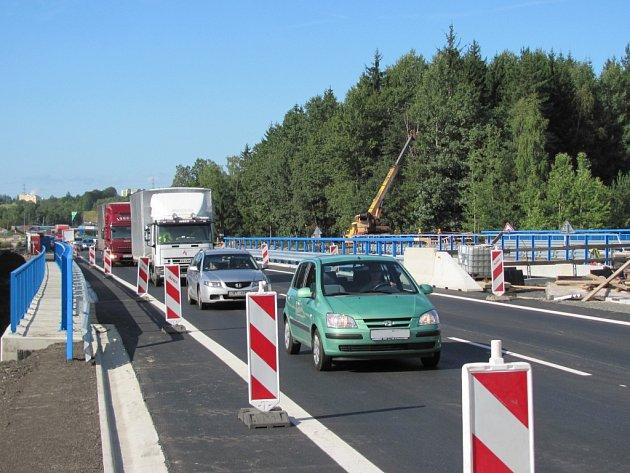 Na dostavbu R6 čekali řidiči z Karlovarského kraje dlouho.