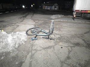 Po pádu z kola musel být cyklista hospitalizován.