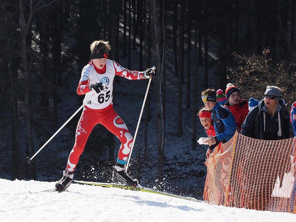 Úspěšný víkend má za sebou výprava v barvách LK Slovan Karlovy Vary, která po dva víkendové dny bojovala ve Vimperku v Českém poháru žactva v běhu na lyžích.