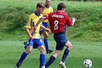 V zahajovacím utkání podzimní části III. fotbalové třídy si připsaly na své konto veledůležité vítězství Potůčky (ve žlutém), když pokořily Počerny (v rudém) v poměru 2:1.