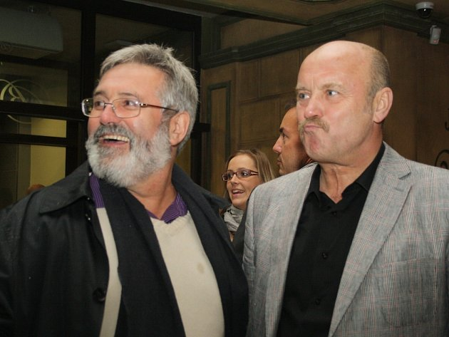 Lídr KSČM Jaroslav Borka a hejtman Josef Novotný (ČSSD).